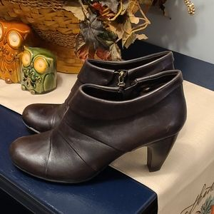 Connie sz 11 heeled ankle brown boots